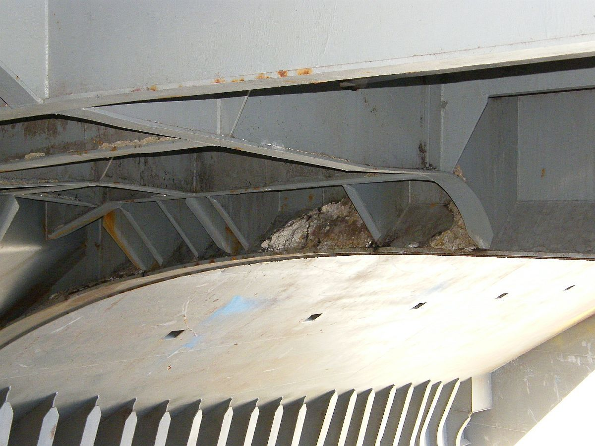 cargo residue in upper areas of ship's cargo hold
